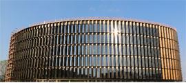krupnejshij-fasad-zdaniya-iz-solnechnyh-batarej-v-evrope