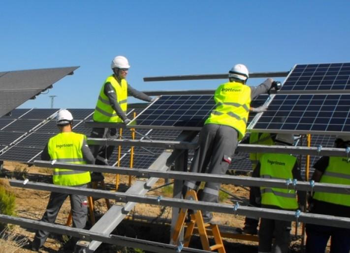 срок службы солнечных батарей Jinko Solar