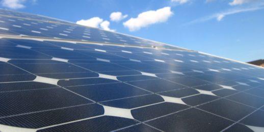 IBC_solar_solarmodul_himmel_blau_solarzelle_schoen_photovoltaik