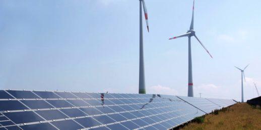 Armin_Kübelbeck_CC-BY-SA_Wikimedia_wind_solar_photovoltaik