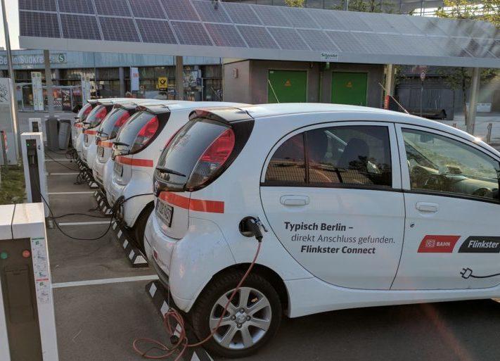 Elektroautos_DB_Ladestation_ladesaeule_ladepunkt_photovoltaik-1024x513