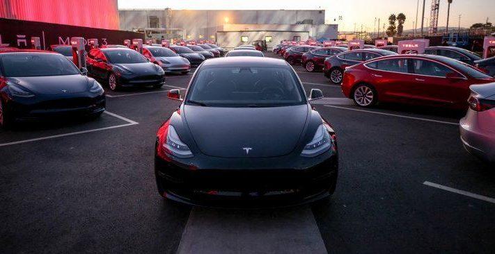 Tesla-model-3-first-deliveries-j28-750x366