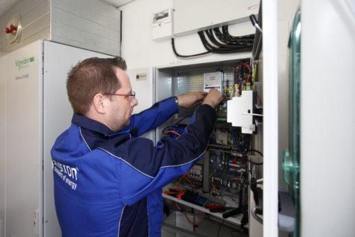 регулярный контроль работы солнечных электростанций