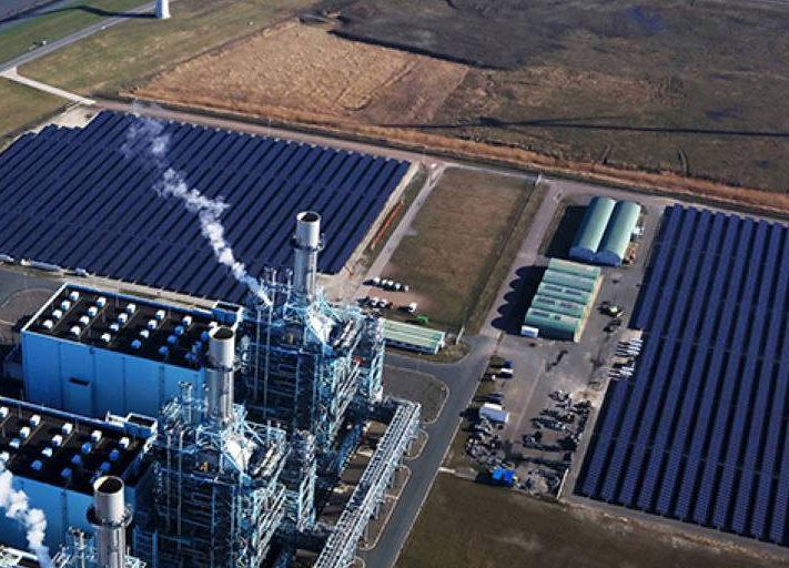 Vattenfall_Niederlande_Solarpark_Gaskraftwerk