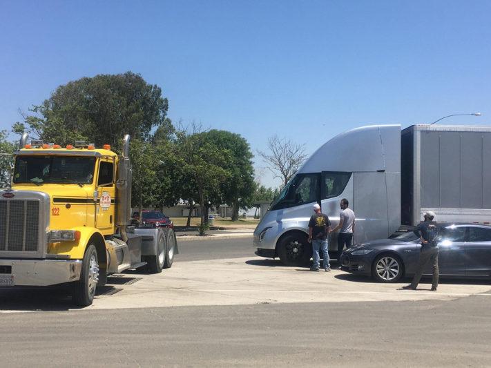 Tesla-Semi-Jerome-Guillen-e1535031629957_large