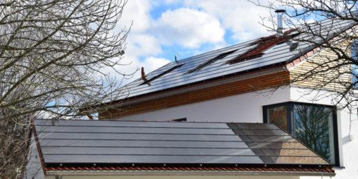 Photovoltaik_Dachanlage_Deutschland_Duennschichtmodule_Calyxo-1024x512