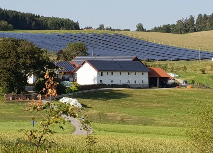 Bayern_Solarpark_Dachanlage_2019_Maxsolar_c_Hans_Urban-1024x512