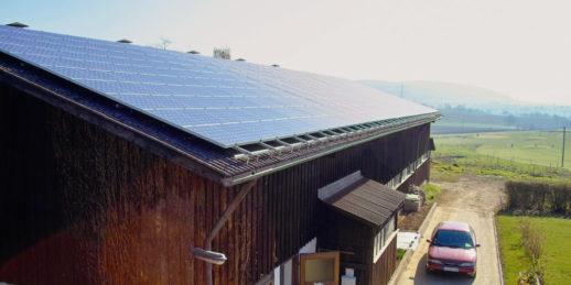 Fraunhofer_ISE-Photovoltaik-Anlage_Scheune_Deutschland-1024x512