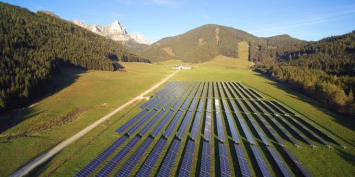 Photovoltaik-Freiflaeche_Oesterreich_Berge