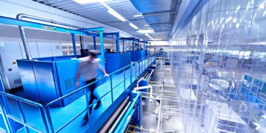 Sonnenstromfabrik_CS-Wismar_Fertigung_Werk_Module-1024x512