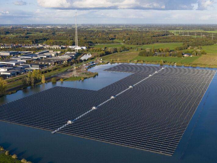 Baywa_re_Floating_schwimmende_Photovoltaik-Anlage_Niederlande_2019_Groenleven