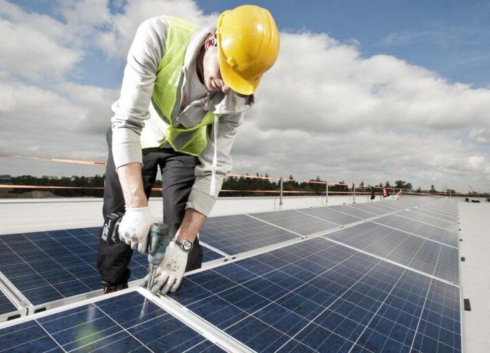 Goldbeck_Solar_Dach_Dachanlage_Photovoltaik_installation_bauen-1024x512