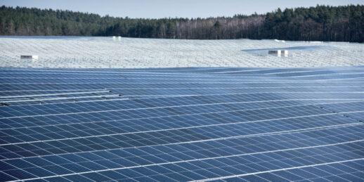 Ganzlin_Photovoltaik_Anlage_Baustelle_ehemaliges_Kieswerk-1610_c_GP_Joule_Joern-Lehman-e1586255236991-1024x512