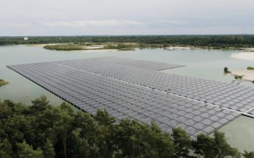 floating_solar_panels