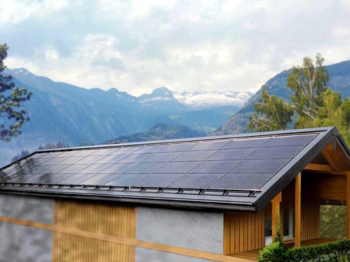 05-SunRoof_Solar-roof-in-Switzerland-e1606305765870-1536x768