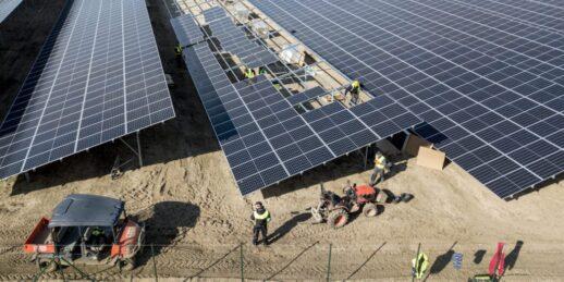 Ganzlin_Photovoltaik_Anlage_Baustelle_ehemaliges_Kieswerk_DJI-0048_c_GP_Joule_Joern-Lehman-e1586255024825-1024x512