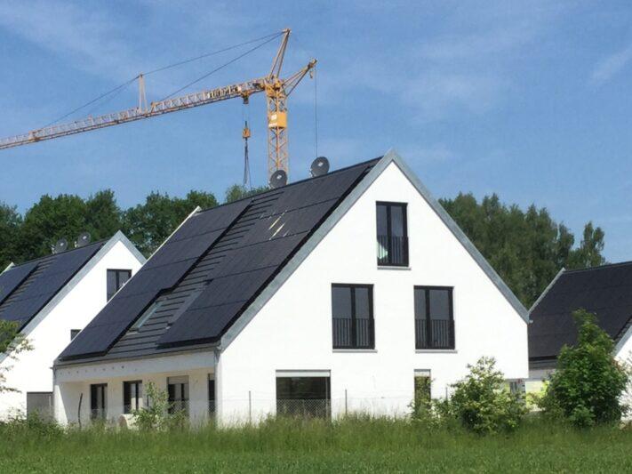 Dach_Wohnhaus_Effizienzhaus-Plus-Siedlung_Q_Baywa_AG