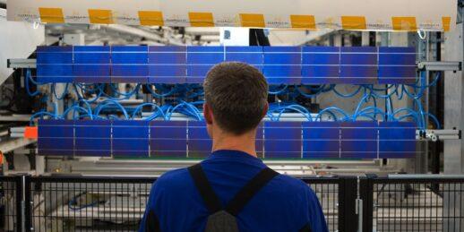 Solarworld_modulfertigung_Solarzelle_pruefung