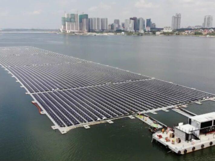 Singapore-floating-solar-farm