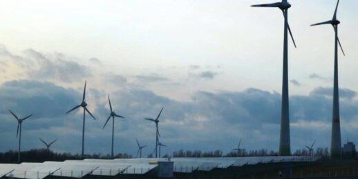 PV-und-Wind-in-der-Prognitz-Foto-©-Gerhard-Hofmann-Agentur-Zukunft-für-Solarify-e1585650034570