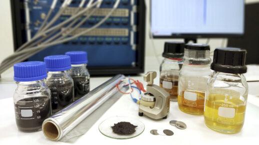 Die von den Forschern entwickelte Batterie kommt mit handelsüblicher Aluminiumfolie aus.